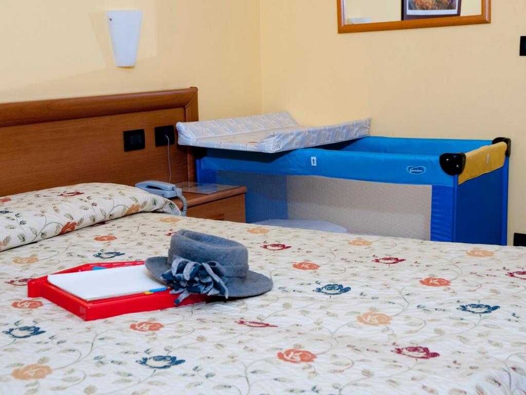 Camere prezzi hotel agata for Arredamento camere hotel prezzi